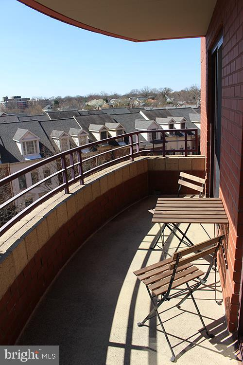 Amazing location! Walk to Clarendon or Courthouse Metros, shopping, dining, and entertainment! The beautiful 2 bedroom, 2 bathroom condo features a private terrace with stunning view. Enjoy natural light, gourmet kitchen with granite counters, bamboo floors, and so much more! Parking and storage space included. Building features fitness center, pool, party room, and concierge.