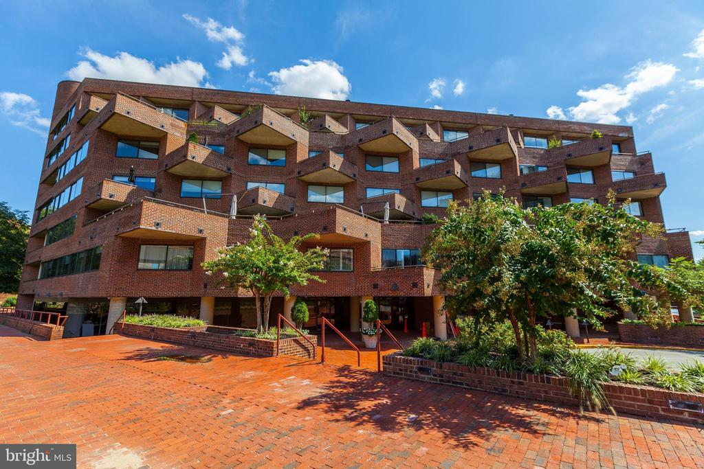 JUST REDUCED! $50,000 Luxurious one level living in the heart of Georgetown. Located between 2 quiet blocks with historic ambience and modern conveniences. The Flour Mill offers the ultimate of urban living. The flour mill affords immediate access to M Street's countless shopping and dining options. To the South, the bright expanse of the waterfront is framed by the park which is an attractive landscaped interlude. Bright open floor plan with 2 Master Suites with in-suite Master Bathrooms. Gourmet Kitchen with Bosch Stainless Appliances and in unit Full Size Stacked Washer/Dryer. Balcony with views of the Potomac River located off the main living area. A true MUST SEE for anyone considering Georgetown as their next home. 1 year of parking fee for 1 car included in list price!