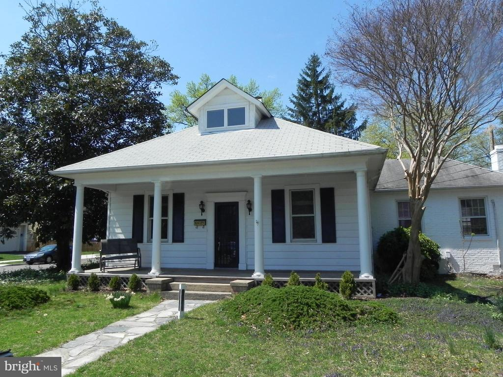Just 4 blocks to the Clarendon Metro!  Freshly painted 4 bedroom, 2 bath house in the heart of Clarendon.  Features wood floors, large rooms, large front porch, screened rear porch, close to everything.  Call today for a tour.