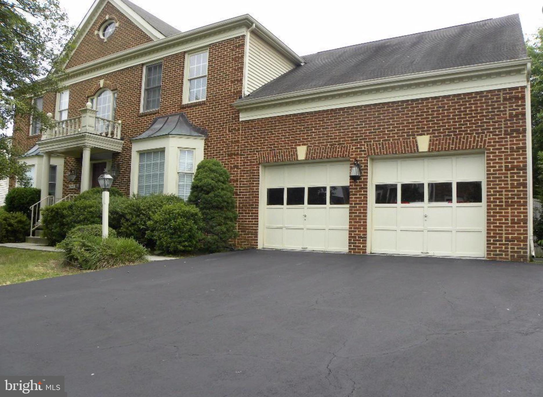 LOVELY 5 BR, 4BA, TOP OF THE LINE MAHOGANY HW FLOORS!, LARGE BRs, 2 FP, GOURMET KITCHEN W/ GRANITE COUNTERS & SS APPL, BEAUTIFUL 2-LEVEL DECK W/GAZEBO & HOT TUB, MAIN LEVEL BR/STUDY W/FBA, LUXURY MA BA W/JETTED TUB & SKYLIGHTS. WONDERFUL LL REC ROOM W/WET BAR & FP. FINISHED BASEMNET WITH WALKOUT. BRAND NEW ROOF WITH 10 YEAR WARRANTY, HOME WARRANTY AND GREAT LOCATION.