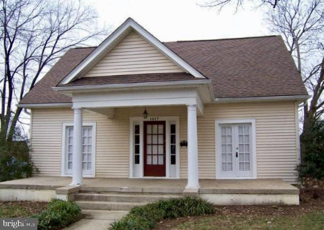 Just reduced $15K for quick sale. Bring your investors! This home has been completely cleared out and is ready for your imagination. Located in the heart of downtown Fredericksburg and walking distance to shops and restaurants. Original layout included 3 bedrooms on main floor with full bath and upper level had 2 bedrooms and full bath. Zoned CT: Commercial-Transitional Office: perfect for a small business, private practice, etc.