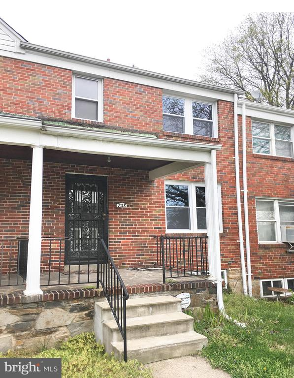 Large 3 bedroom Town Home with 2 full bath. Clean and wide back alley, easy parking in rear of house on concrete pad. Property is sold As Is.