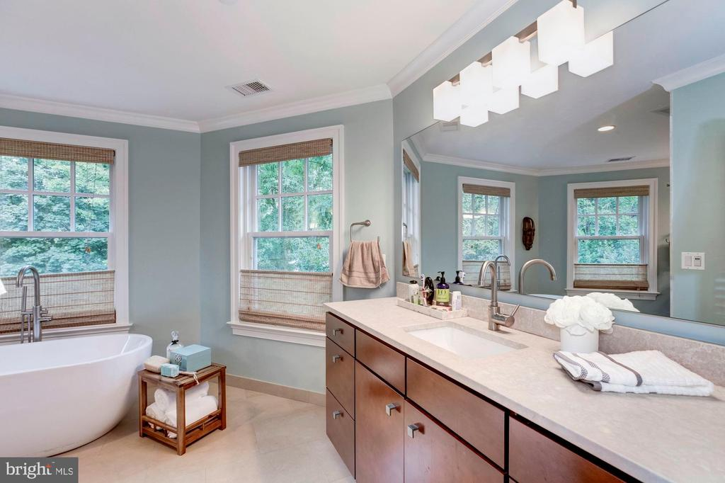 7009 East Ave, Chevy Chase, MD 20815