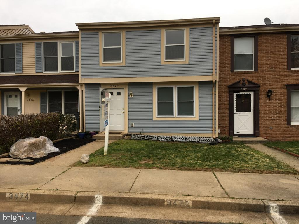 LOCATION! LOCATION!! LOCATION!!! MOVE-IN READY 3 finished level TH. 3 Bdrms with 1 Full Bath and 2 half baths. Spacious MBR closet with vanity area between closet and Master Bath. Open floor plan and lots of light in a quiet family friendly neighborhood. Close to I-95, 123, PW Pkwy, Route 1, commuter lots, VRE, Vanpools, Slug lines, HOV Entry Point, PRTC & Omni Ride Buses to Springfield, Tysons, Pentagon, Rosslyn, Crystal City and DC. Close to Potomac Mills and Historic Occoquan waterfront and Marina. Within 15 miles of Fort Belvoir, Quantico Marine Base & Springfield Metro. Close to shopping, schools, tot lots, park, restaurants. Fresh paint. New carpet. Freshly painted deck off walkout basement with fenced backyard.  Washer and Dryer included. 2 assigned parking spaces right in front of house. Request to wear shoe covers (placed in coat closet) before viewing property because of the new carpeting.