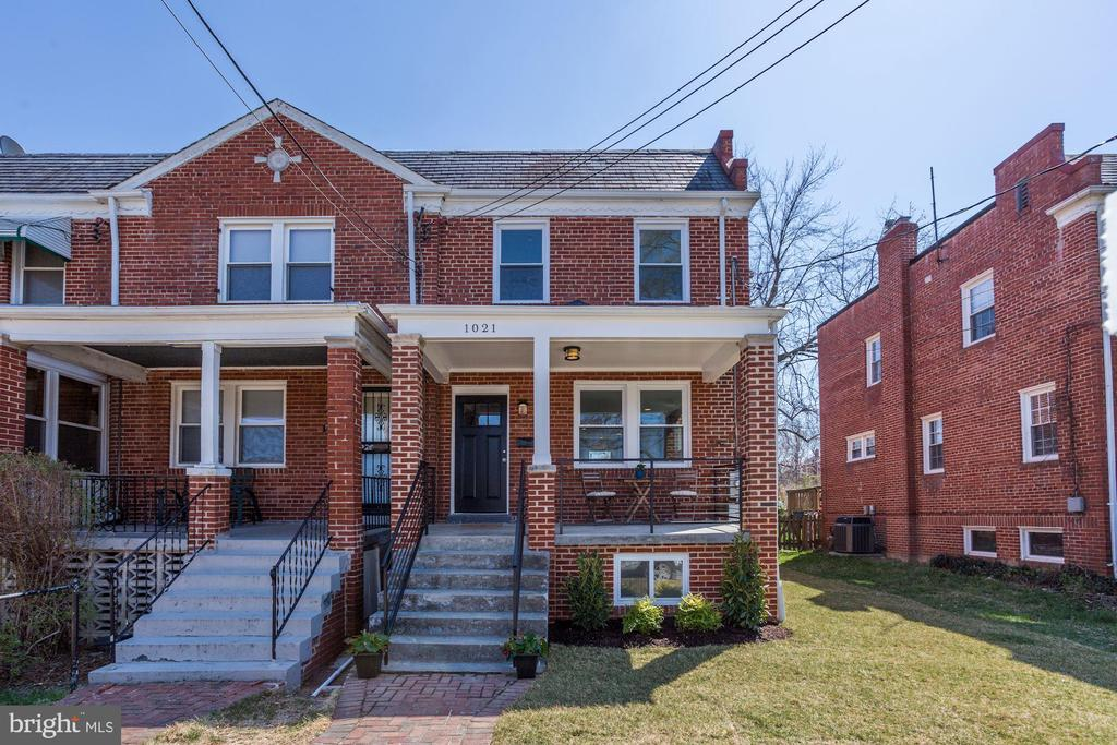 OFFERS DUE 4/23 BY 3PM...  THIS COMPLETELY RENOVATED ROWHOME IN SOUGHT-AFTER BROOKLAND BOASTS 3 BEDS/3.5 BATHS, OPEN CONCEPT FLOORPLAN WITH GOURMET KITCHEN, SPA-LIKE BATHROOMS, BEDROOM LEVEL LAUNDRY, FULLY FINISHED BASEMENT WITH WET BAR AND GAS FIREPLACE, DECK AND HUGE FENCED REAR YARD PLUS 2 CAR PARKING!  TOO MANY IMPROVEMENTS TO LIST...COME SEE FOR YOURSELF!!