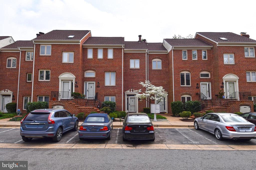 1827 N Uhle St #1, Arlington, VA 22201