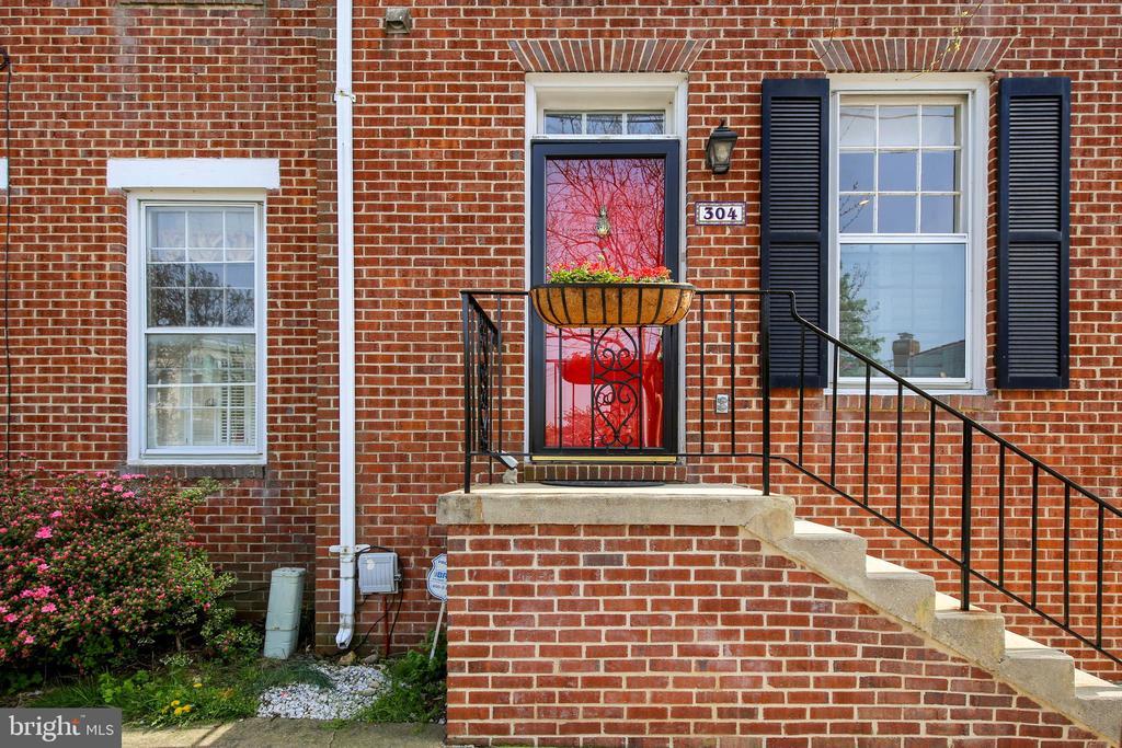 304 Commerce St, Alexandria, VA 22314