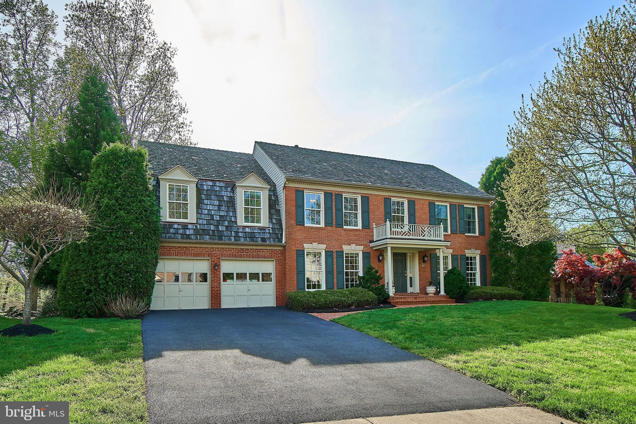 Gorgeous Updated Home Move In Ready!Hardwoods throughout upper two levels! 4 1/2Updated Baths including total Master BathRemodel! Updated Kitchen with Upscale Cabinetry,Granite Counters, Tile Backsplash and 8' Anderson sliding door from breakfast room to the huge DeckSurrounded by Trees! Bumped Out Family Room w/Vaulted Ceiling to the Overlook Upstairs!BeautifulCustom Built Ins in the Study/Library, Lower LevelPub Room, and Gorgeous Bar/Kitchenette in LowerLevel. 5 Spacious Bedrooms, 4 1/2 RemodeledBaths! Finished Walk Out Lower Level. Move Right in and start Enjoying this Wonderful Neighborhood!
