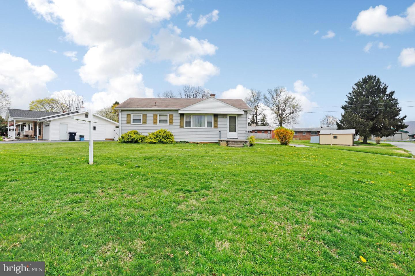 19 Lincoln Dr Fayetteville PA 17222