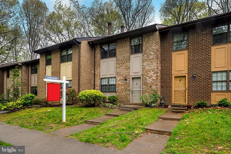 This meticulously maintained and updated town home is nestled in the Boston Ridge Cluster just footsteps away from Lake Thoreau, community pool, trails, etc., and only 0.5 miles from Wiehle Metro.   This true 3 bedroom,  2.5 bathroom town home features 1400 sq ft on 2 levels.  The main level features a completely remodeled kitchen with granite counter-tops, updated cabinets and stainless steel appliances, breakfast bar with additional cabinets and granite counter-tops, eat-in-kitchen area, large living room, two-sided fireplace, powder room, and hardwoods throughout.   The upper level features 3 bedrooms and 2 full bathrooms.  The master bedroom features a walk-in-closet.  The backyard features a deck.  The home backs to a wooded common area with mature trees for privacy. Truly a gem!