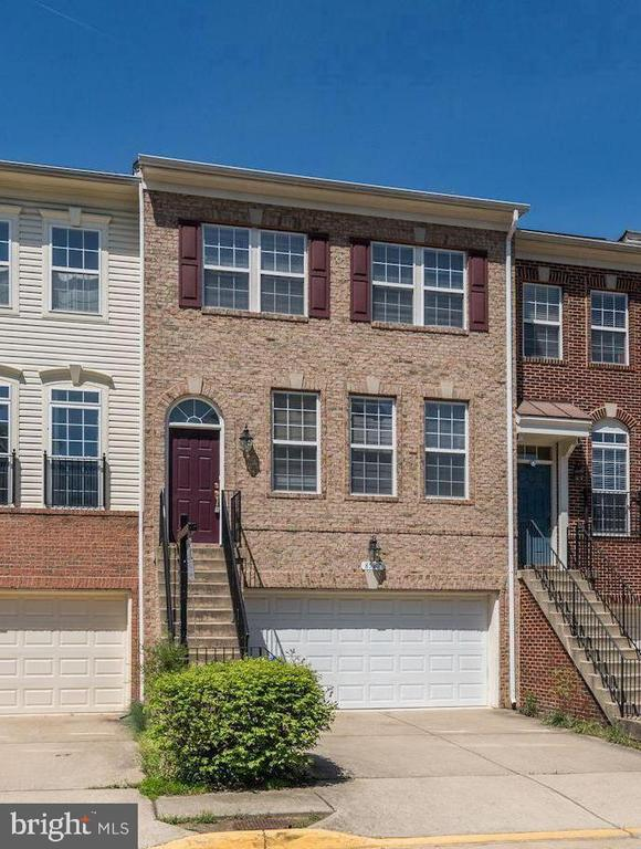 8587 Wyngate Manor Ct, Alexandria, VA 22309
