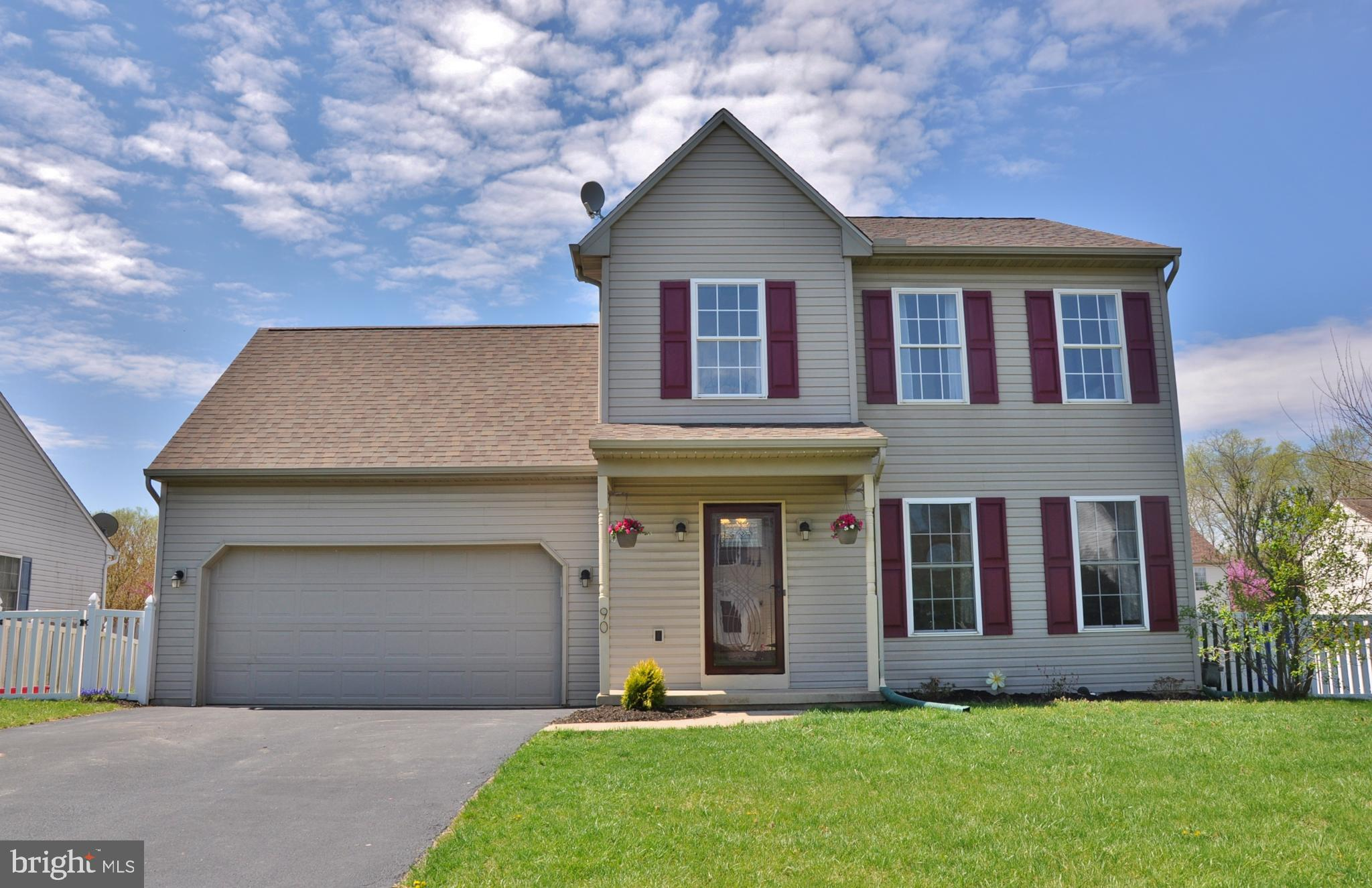 90 SILVER MAPLE COURT, MOUNT WOLF, PA 17347