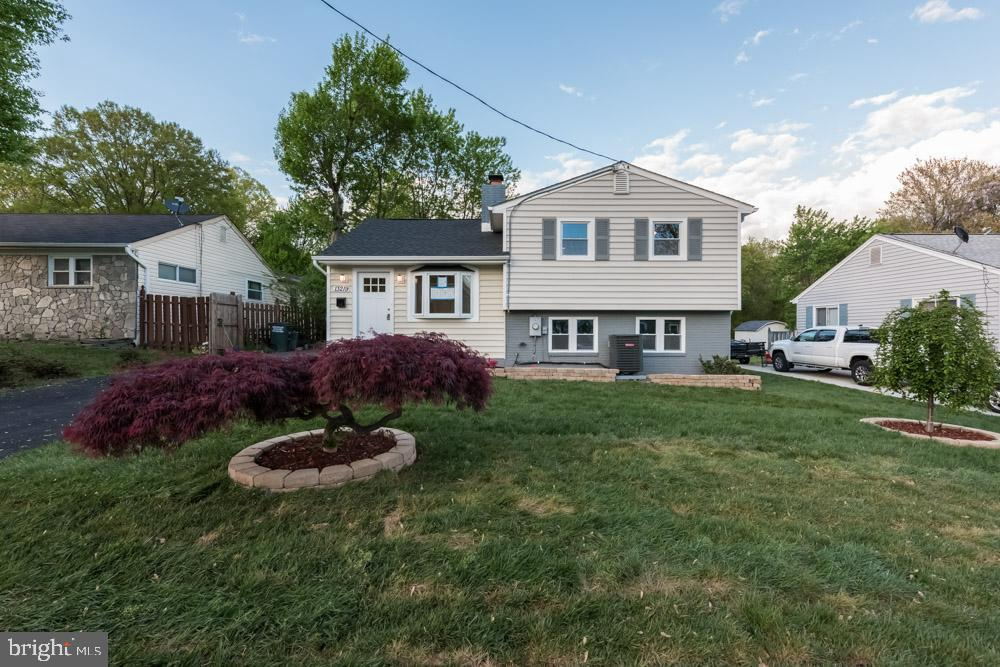 Gorgeous renovated 4BR in Woodbridge! Open floor plan with hardwood floors, renovated kitchen, new paint and carpet and wood burning fireplace. Bonus finished basement with full bath and bedroom as well.                                                                      *Showings available once listing becomes active*