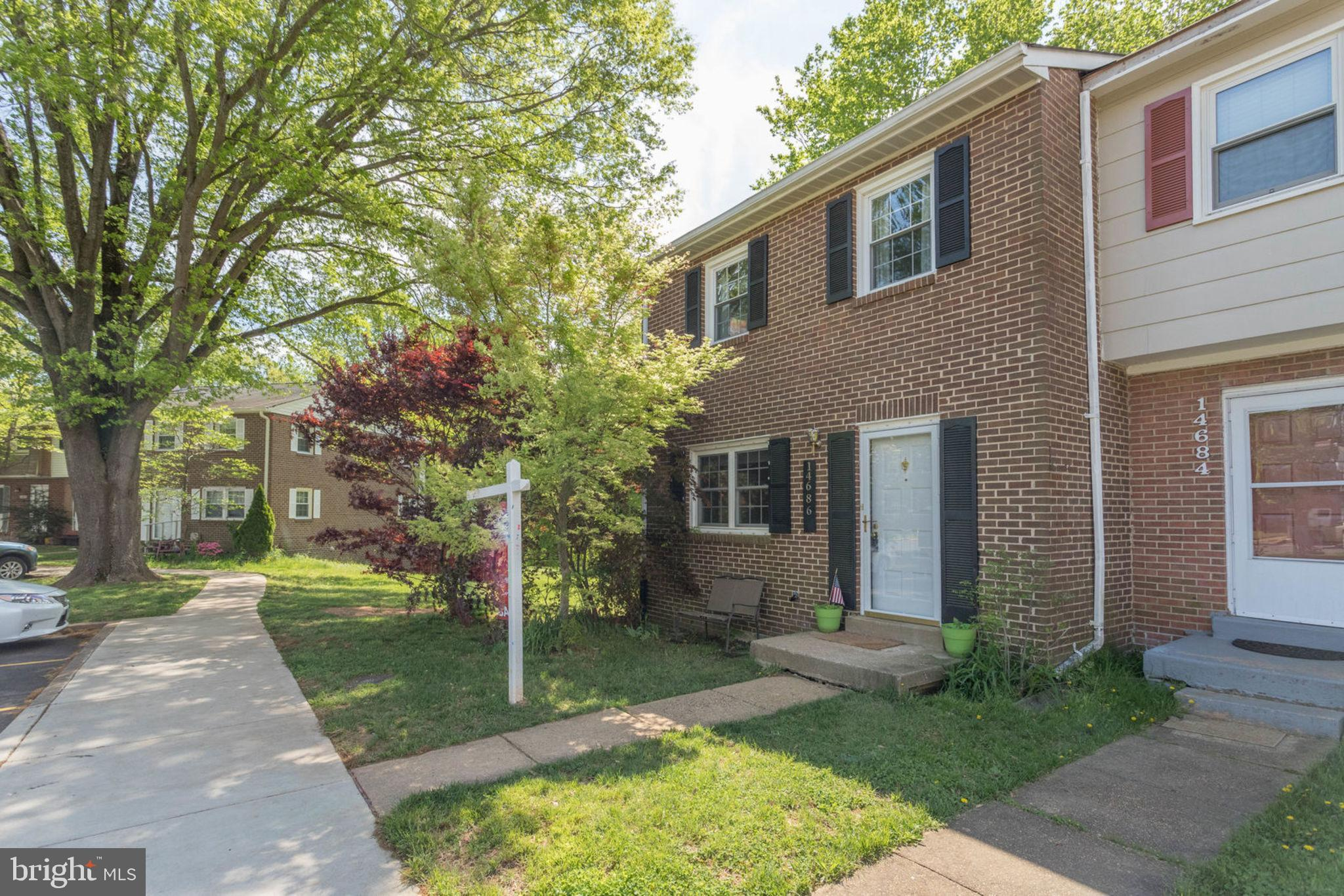Welcome to this desirable, 3 Level, END ~ Townhouse with 3 bedrooms, 2 full and 2 half baths.  Brick front and Brick side. Kitchen has 42~ Maple cabinets, granite counter tops and Stainless Steel appliances.  There is recessed lighting in the living and the family rooms.  The family/recreation room on the lower level has ceramic floors and a brick fireplace with a wood stove insert.  Walk out from the family room on to a patio and a fully fenced backyard backing to common ground woods.  Roof is approx. 2 years old.  Seller prefers RGS Title, Springfield.