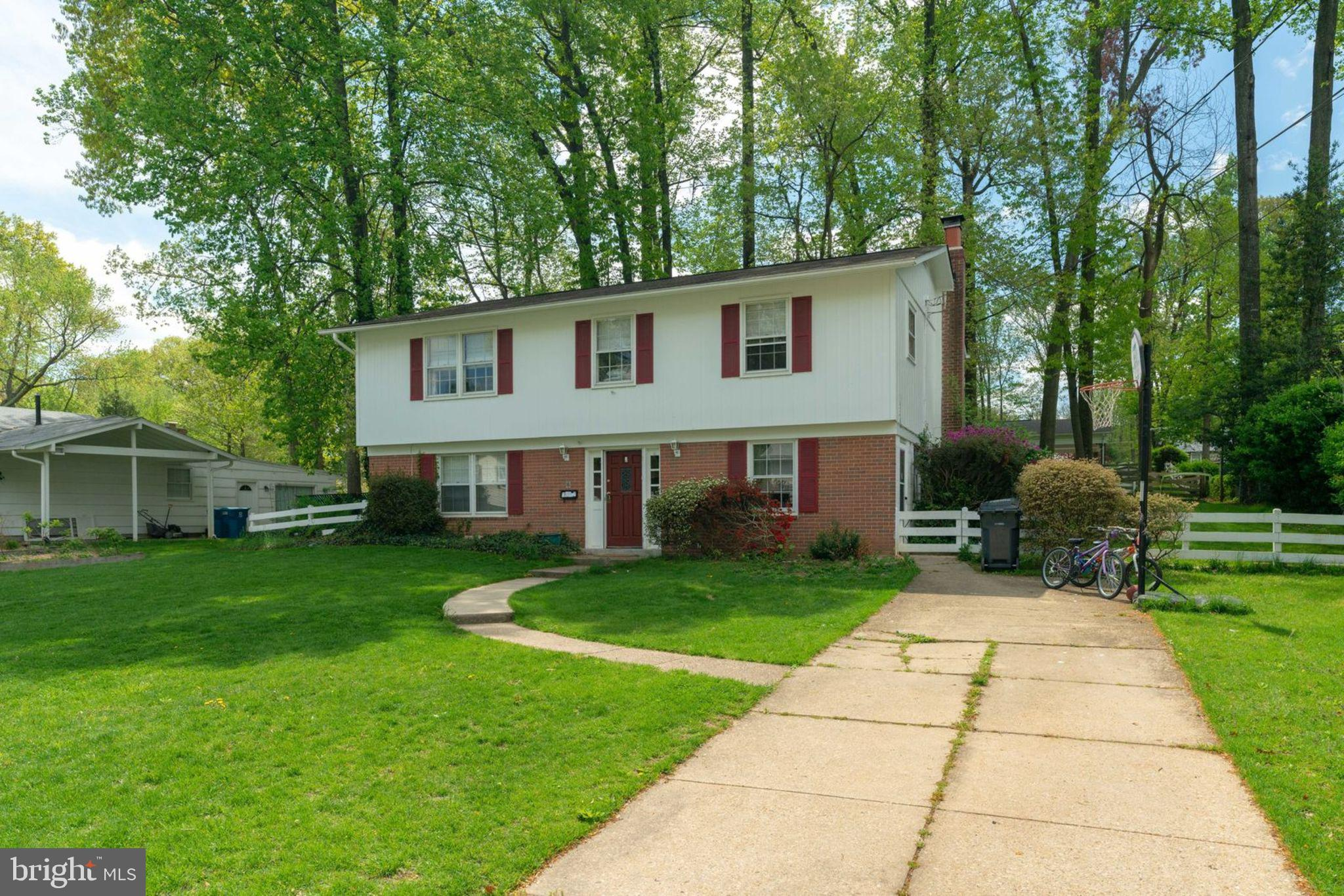 Terrific community, flat  treed lot with nice deck. This raised ranch home is walking distance to schools and park.  Quiet street and plenty of parking.