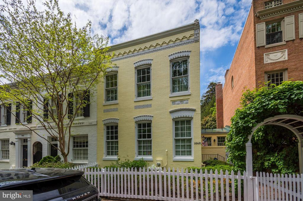 Jewel box in Georgetown's East Village on a quiet one way street. Charming side front entrance. 2BR/2.5BA with wonderful ceiling height, exquisite period details including original plaster mouldings. Spacious family room overlooking the beautifully manicured deep Garden. Not to be missed!