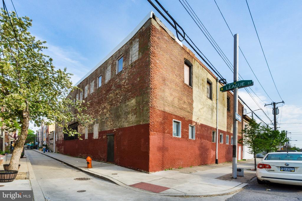 Adaptive Re-use approved Zoning for a 5-Story,  24 Residential Dwelling Units & Commercial with a height bonus! Street to Street building on an amazing corner in Bella Vista, one of Philadelphia's leading neighborhoods.