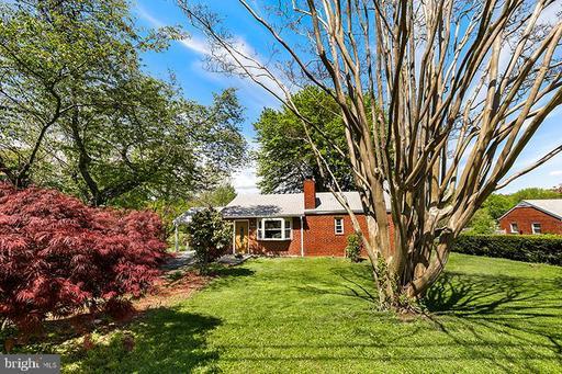 6064 Munson Hill Rd, Falls Church, VA 22044