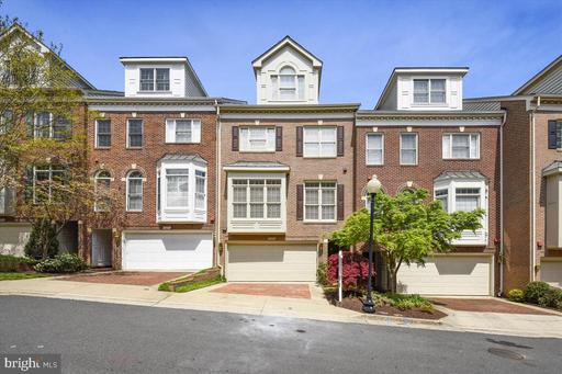 2215 N Oak Ct, Arlington, VA 22209