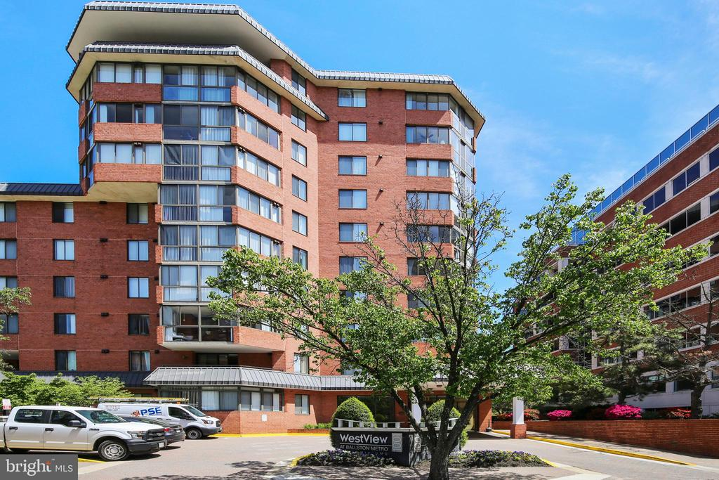 Spectacularly located 2 bed 1 bath unit at the Westview Ballston. Large kitchen with stainless steel appliances, granite countertops, and large pantry. Hardwood floors in main living areas and AMAZING views from the 3 season room! Bedrooms are carpeted and unit comes with 1 parking space. Building has rooftop pool, sundeck, fitness center, business center, and lounge. Fantastic 1st home purchase to use later as an investment property.  New windows being installed by condo association.