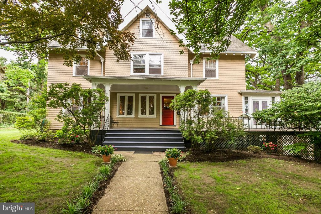 This 1907 historic Craftsman home is sited on a lovely lot on one of the most coveted blocks in Baltimore. This architectural gem boasts 4 fireplaces, upgraded bathrooms and kitchens, and a flexible floor plan. It also features a large screened porch on the second floor overlooking blooming gardens and a gorgeous patio.