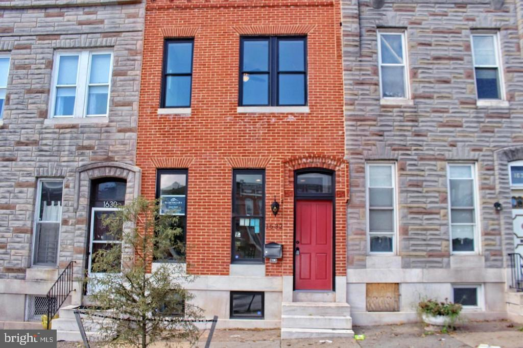 WELCOME TO OLIVER!!! Enjoy all the comforts of home in this historic renovated home.  reminisce in the rare charm that exist within this beauty. Home feautures pocket doors, tin ceiling, original pine refinished floors and 11ft ceilings.  This beautiful newly renovated home is located in the growing neighborhood of Oliver. Offering a open floor plan, formal dining room, stainless steel appliances, 4 spacious bedrooms, and 2 fire places. This home qualifies for $17,000 Live Near Your Work grant, Vacant to Value Grant and  has a 9 yr Chap Tax Credit with an annual savings of $4,500. This is one property you do not want to miss.