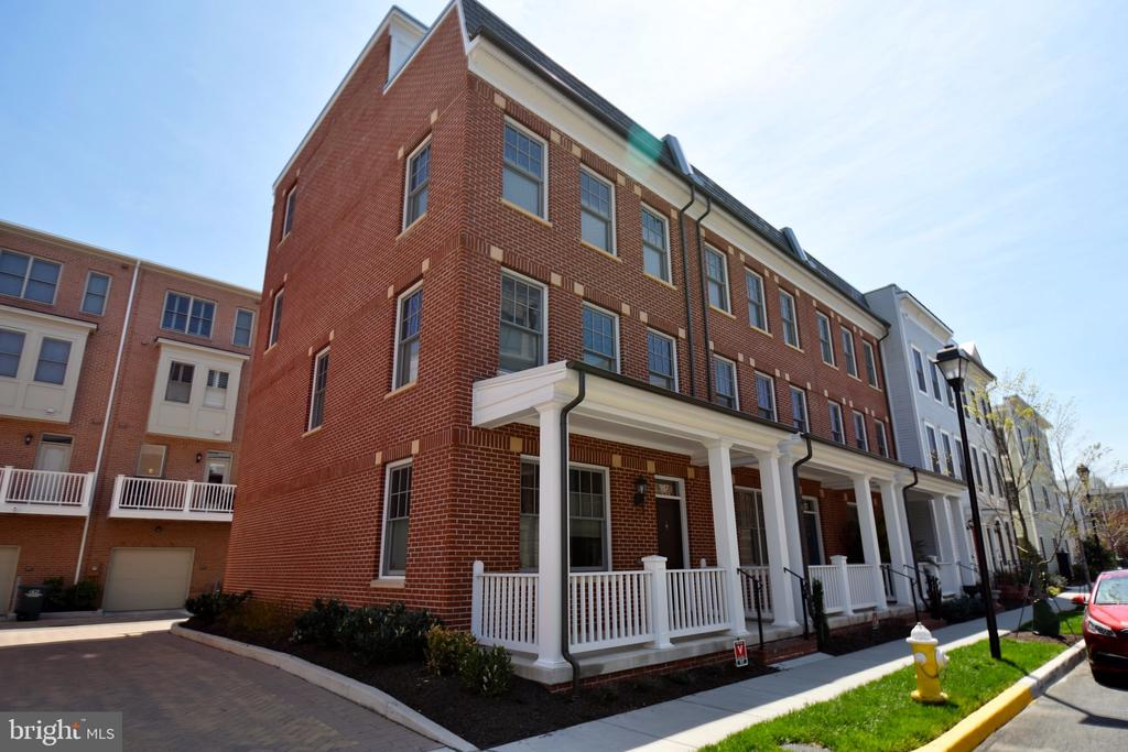917 Parker Gray School Way, Alexandria, VA 22314