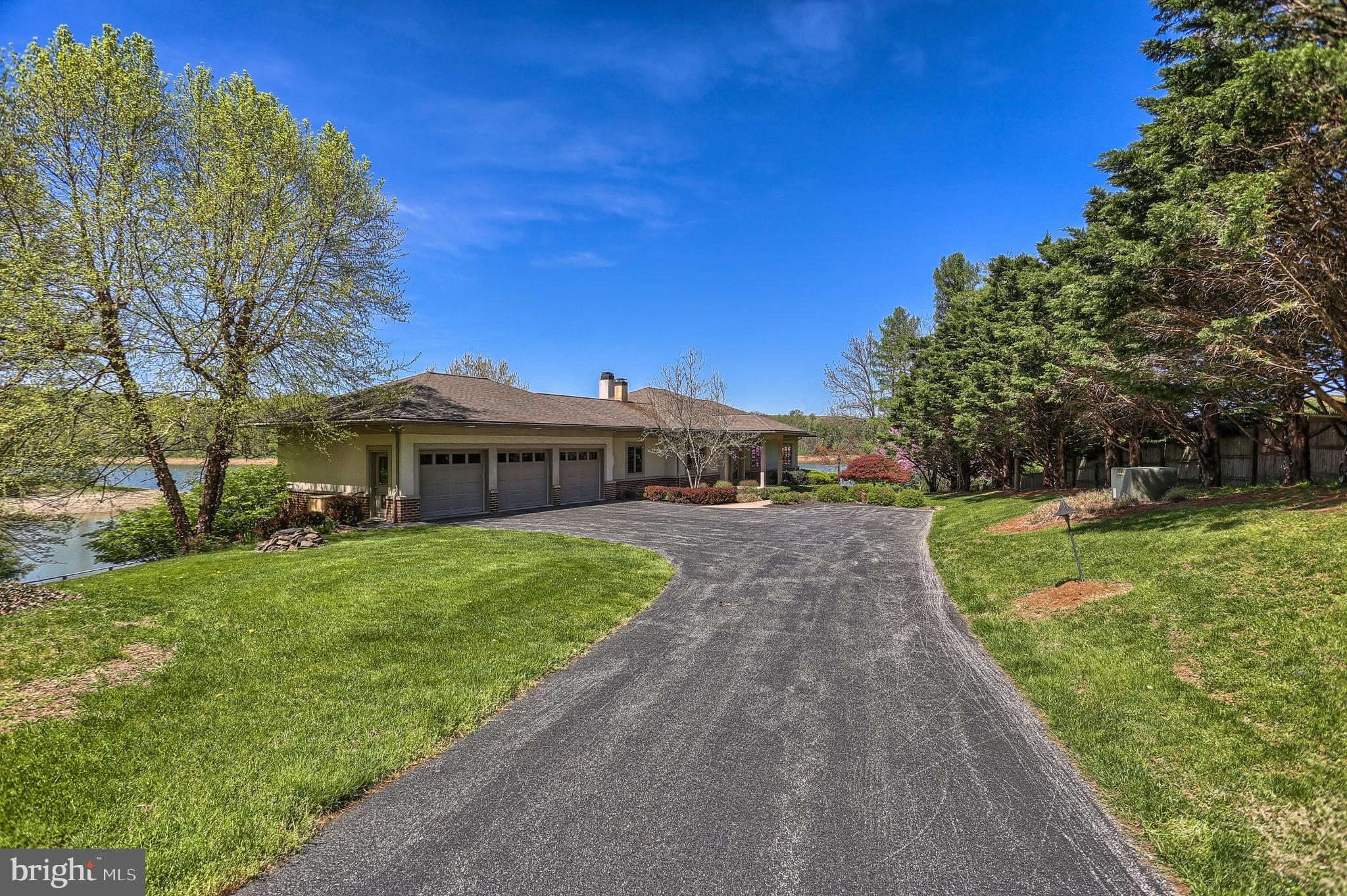 306 DEER TRAIL ROAD, SPRING GROVE, PA 17362