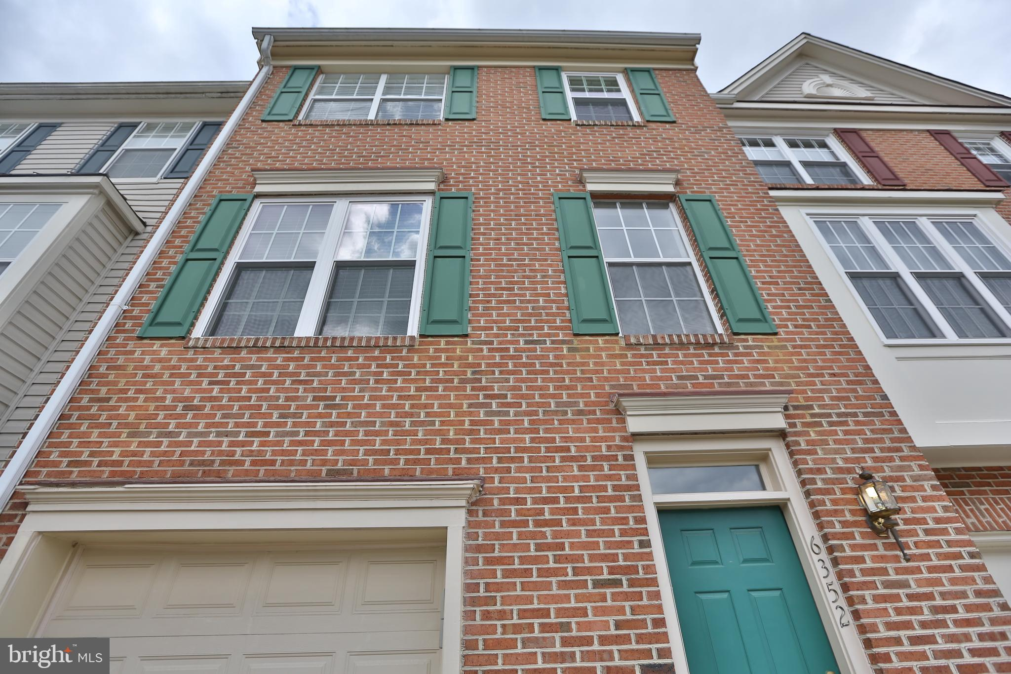 PET - CASE BY CASE - Great opportunity to rent this lovely 3 level brick front townhouse w/ 3 BR's 2 full, 2 half baths. Nice eat in kitchen with breakfast room, pantry, & separate dining room. Master BR with vaulted ceilings, andluxurious bath w/ soaking tub & sep shower. Basement has wood burning fireplace and recreationroom. Community pool, tennis/playground/ shuttle to metro