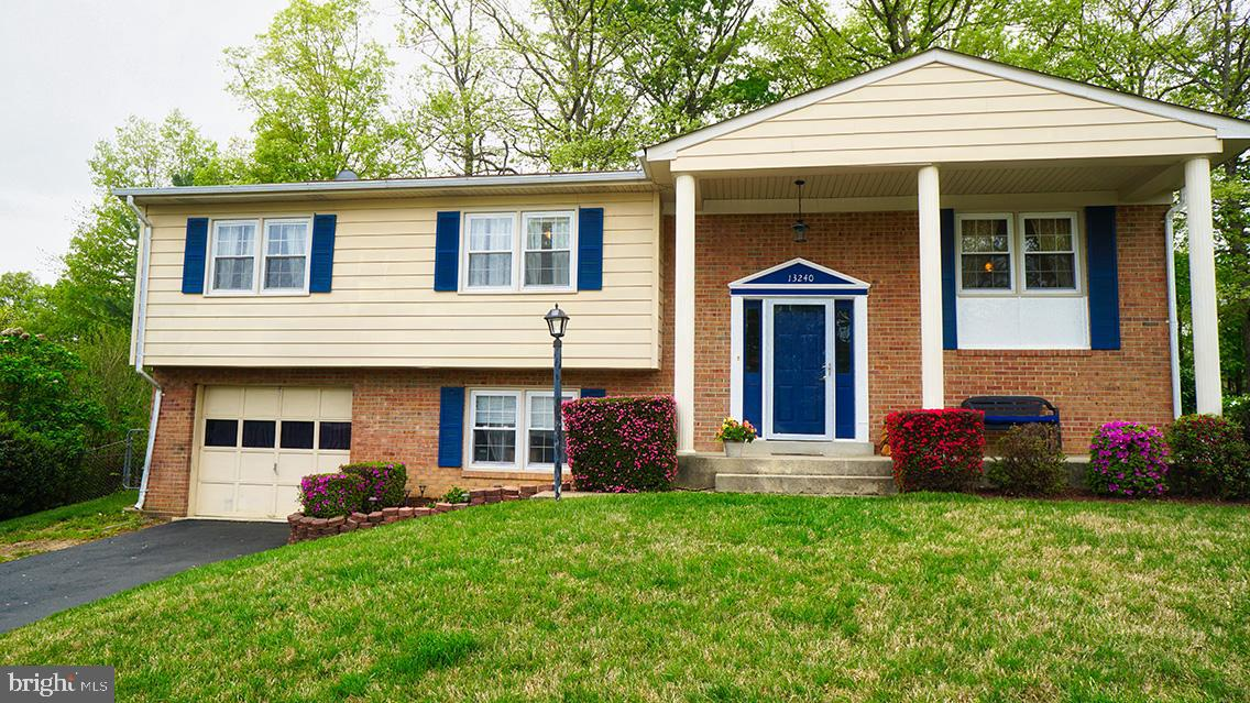 No HOA!  Detached home in Dale City.  Beautifully maintained!  Don't wait to see this one, it will be gone soon.