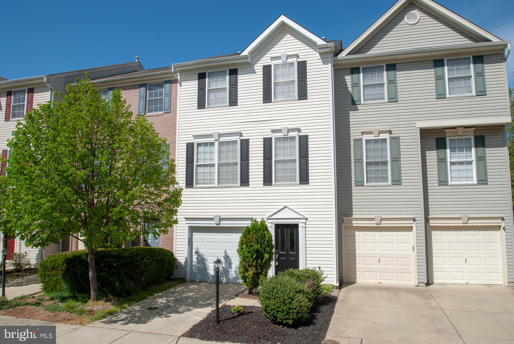 Fabulous and spacious 3 level townhouse in sought after River Oaks. Bump outs on all levels.  Gourmet open kitchen leading to family area/ sun room with gas fireplace opening to private deck with view to nature.  Large additional family room leading to walk out yard.  Spacious garage with additional driveway parking.  Ideal location close to shopping, commuting, dining! Open Sunday 1-3.
