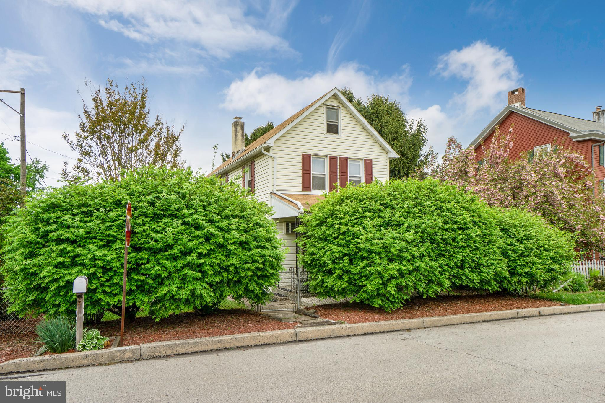 102 2ND AVENUE, MONT CLARE, PA 19453