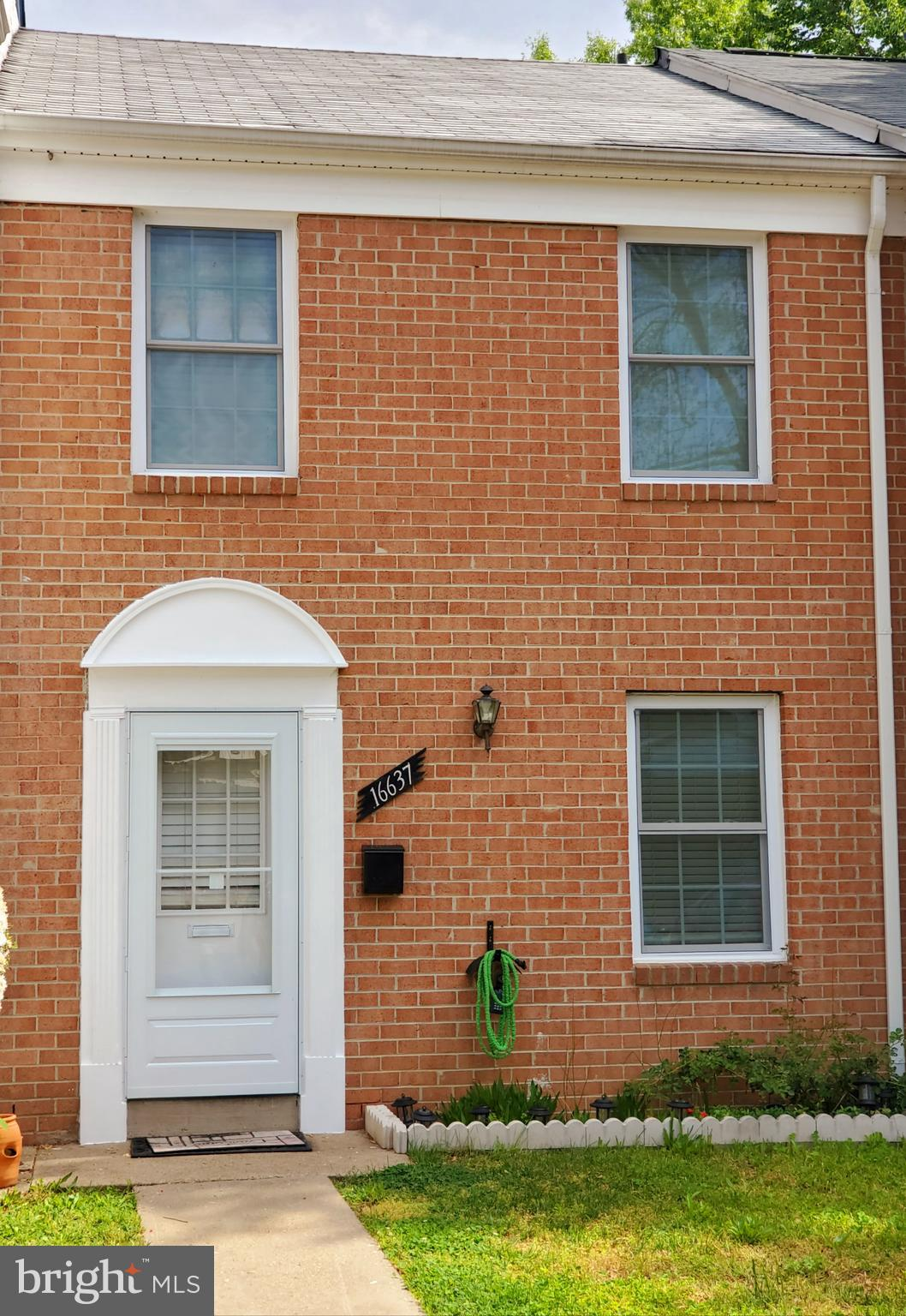 Beautiful 3 Bedroom brick front townhome in the Georgetown Village Community.  Extremely well maintained with an enclosed backyard. GREAT LOCATION:  Close to restaurants, Potomac Mills and Stone Ridge shopping centers, Quantico, VRE, Route 1 and I-95.