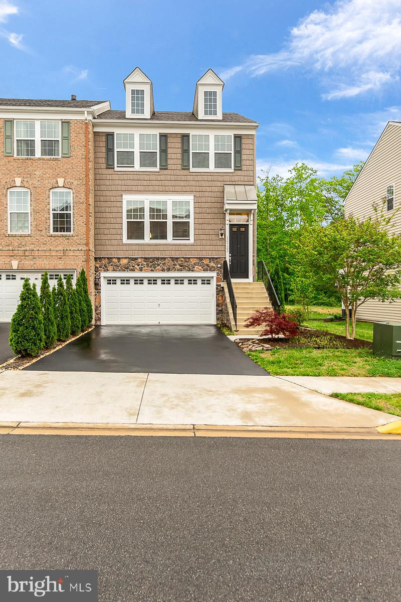 Beautiful end unit townhouse, backed to Leesylvania state park. Gourmet kitchen, stainless, granite, wood floors. Laundry on upper level. Finished basement with walkout and full bathroom. Neighborhood amenities tot lots, and outdoor community pool.                     Welcome Home!