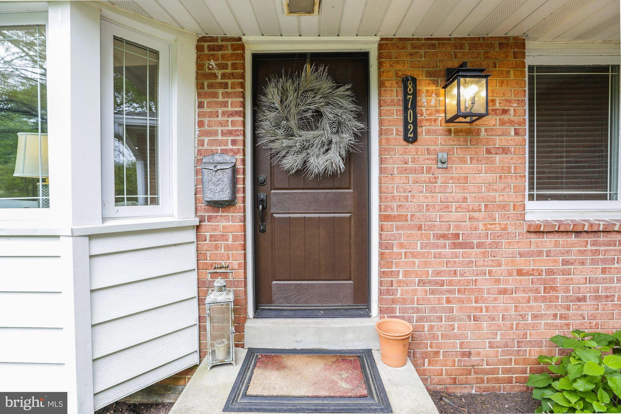 *Excellent Location* Nestled in the heart of Historic Mount Vernon.  Well maintained home with Recently remodeled kitchen, HVAC, New painting, and Windows. Jogging, Biking along the Potomac River. Convenient to FT Belvoir.