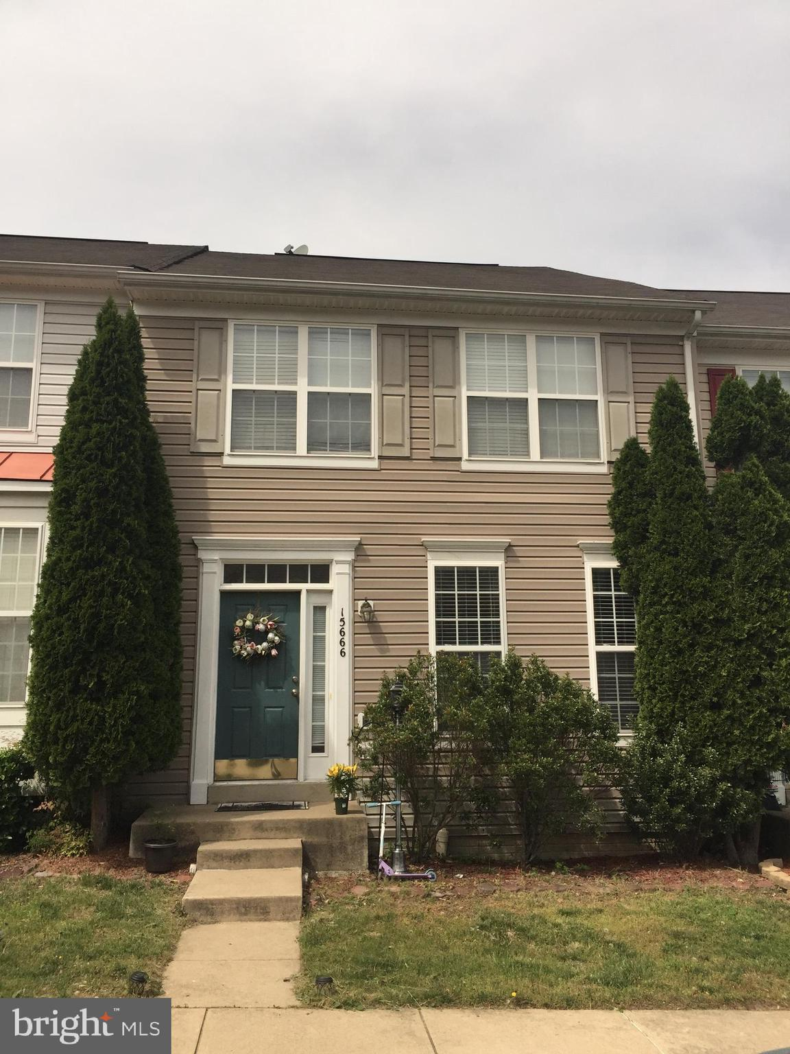Call agent for showing at 571 265 7380, this townhouse is 1780 Sq.Ft plus a full basement, of the largest in the community at desirable Markhams Grant. Fully finished walk out basement with room for an office or guest w/ closet and one full bathroom.        AC unit 2017.  BASEMENT CARPET 2017.  WATER HEATER 2017.  DECK 2015. NEW GRANITE KITCHEN COUNTER COMING UP.    Deck with tree view- just a few streets at Markhams Grant have a tree view. Beautiful hardwood floors on stairs leading to upper level and to basement, upstairs and two bedrooms, Pergo on mail level. Upper level LAUNDRY, Master bedroom with vaulted ceilings and walk in closet, Master bathroom with soaking tub, and shower, double sink hallway bathroom. Less than a mile from VRE station, I-95, Restaurants, Stonebridge at Potomac Town Center, Schools and Shopping.