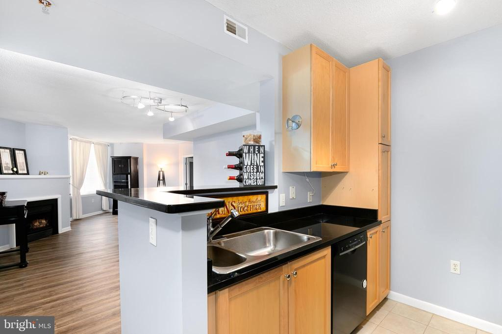 Rare Find at the Continental in Ballston!  Step out to all of the action from this upper level 1 bed/1 bath w/den luxury condo.  Newly painted throughout, new wood-grain laminate floors,  new blinds, Nest thermostat.  Open floor plan, including dining area, open kitchen w/granite counters, large master bedroom and additional office/den (could be 2nd bedroom).  Amenities  include rooftop pool & outdoor kitchen, gym, library,  & party room.   Steps from Ballston Quarter, eateries, shops,  metro and public transportation. Easy commute to DC, Pentagon, Tysons & all points West, 1 parking space.