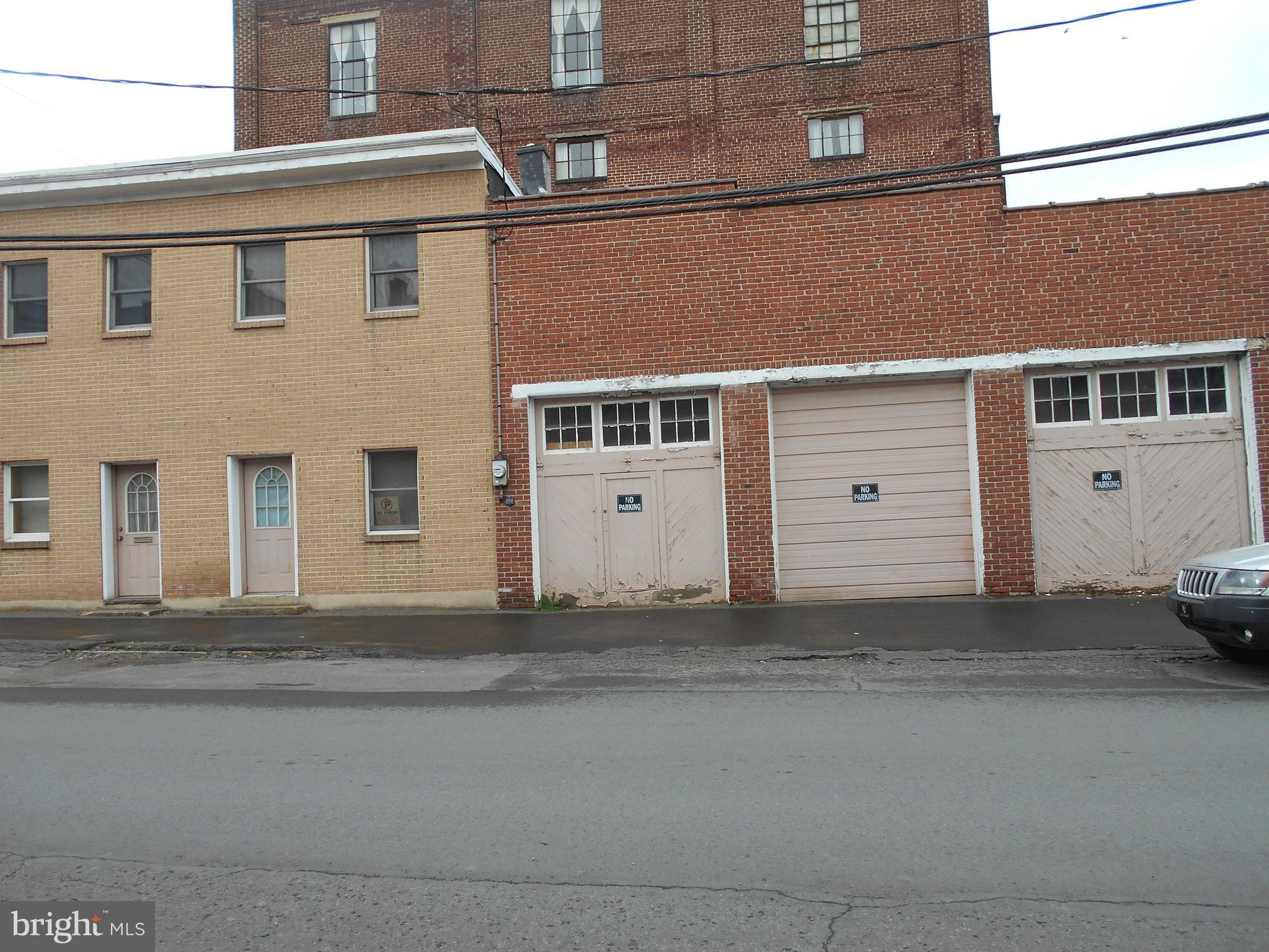 28 W LLOYD STREET, SHENANDOAH, PA 17976