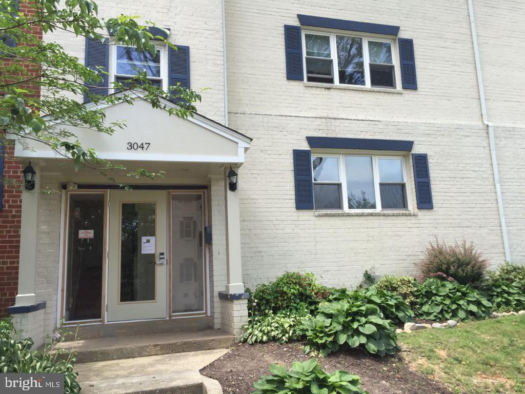 3047 Patrick Henry Dr #102, Falls Church, VA 22044