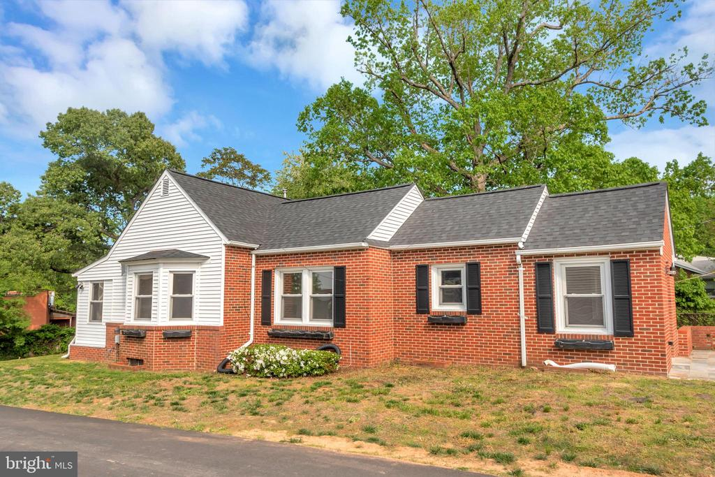 Turn Key with almost 2,000 sq. ft. of single level living. Move right in or put your personal touch on this great value just a mile and a half from downtown Fredericksburg. Brand new roof in 2019. Charming built-ins, rich hardwoods & a huge wide open family & dining area ready for your design layout. Master bedroom with full en-suite bath. Bonus 4th bedroom that would make a great office space. Loads of room for storage in the basement. Patio, shed and extra long concrete driveway for plenty of parking. Don't overlook this value in the city.
