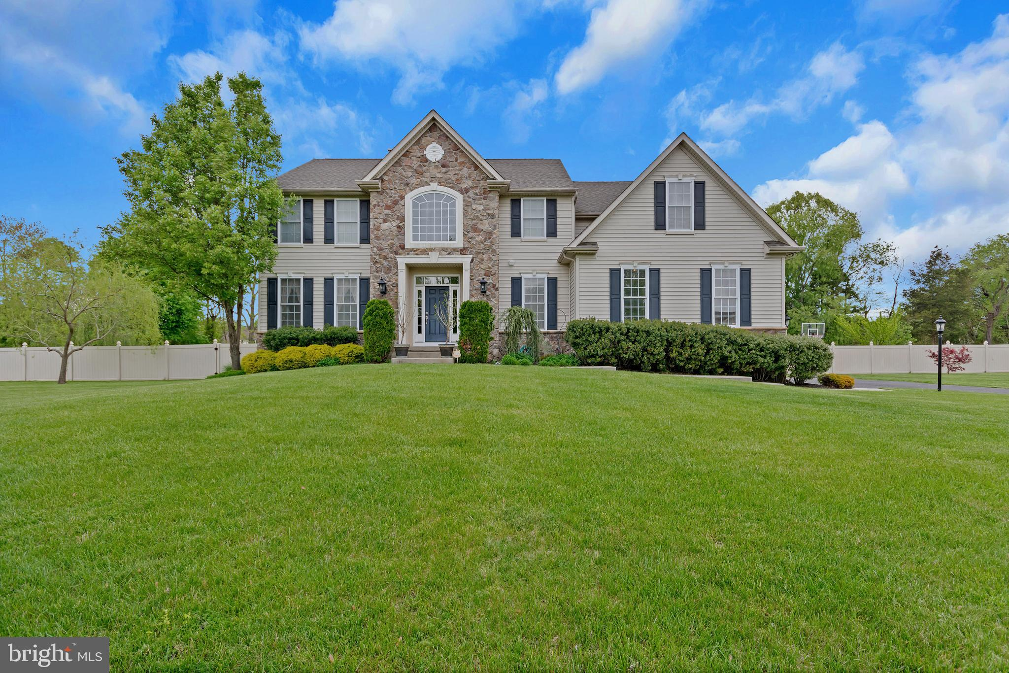 7 LAUREL WOOD COURT, LAUREL SPRINGS, NJ 08021