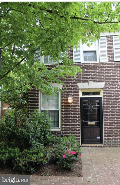 Charming two bedroom townhome in the heart of old town. Private  patio. Two blocks to King Street and four blocks from the water. Walk to Trader Joe~s metro shops restaurants and more.