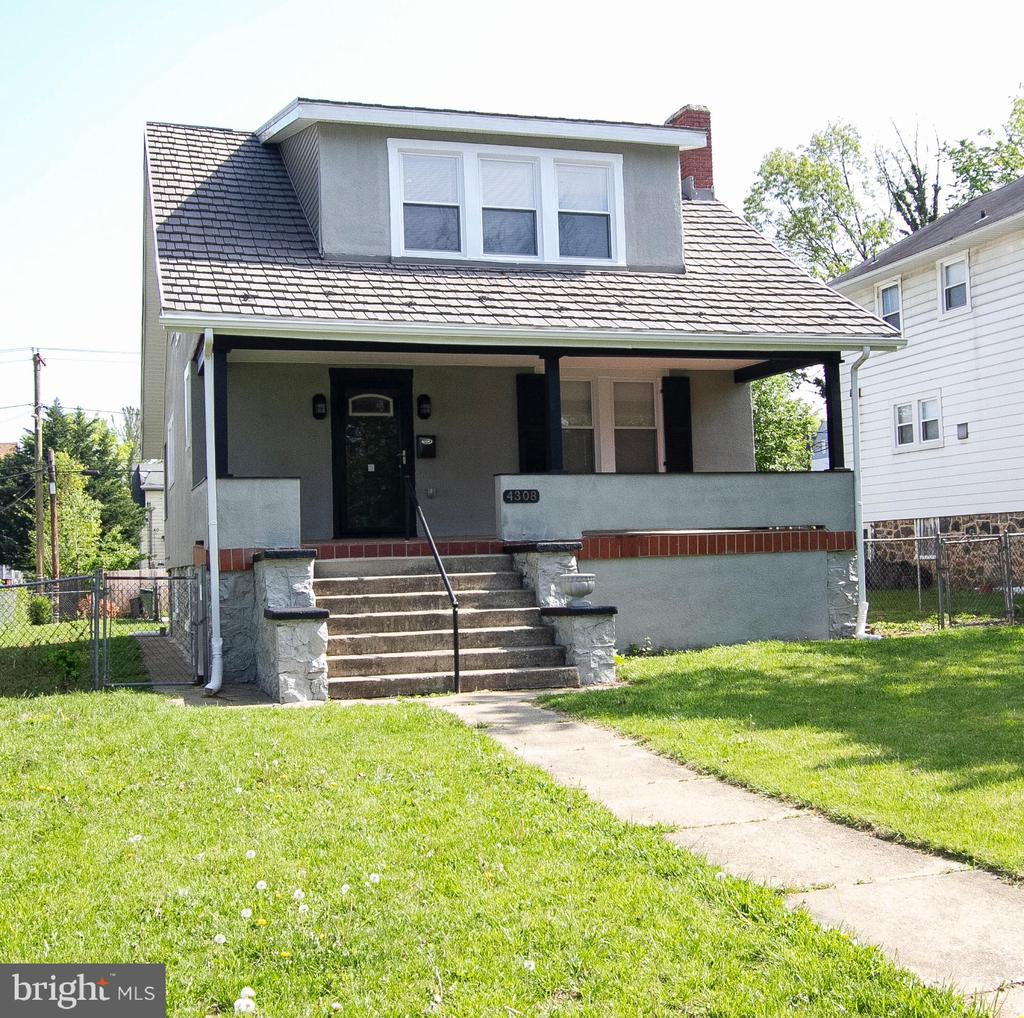 Beautiful Single Family Home.                                         4 Bedroom/3 Bathroom fully renovated with hardwood floors. Main Level Master Suite, Fully Finished basement with wet bar and wine refrigerator. House comes with a Flat screen over the Fire place. This is the home of your dreams, it wont last long!!