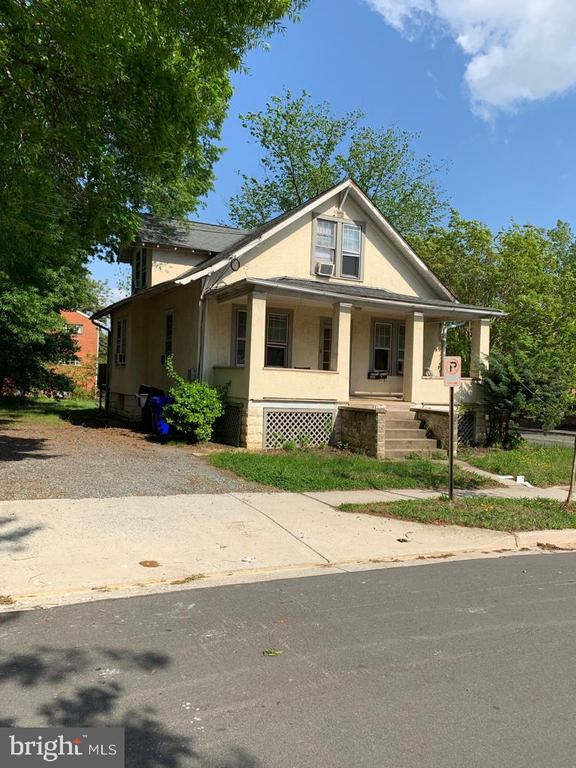 Great location!!! only 4 blocks to Ballston metro station. Fixer upper that has a great potential. As is property.