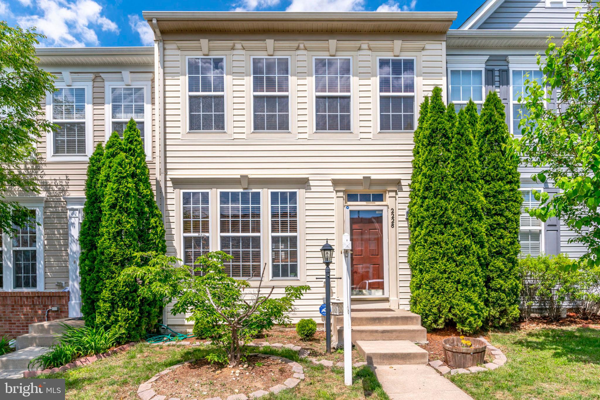 Very close to Stonebridge and Rippon VRE station. Very well maintained unit with Hardwoods, granite, stainless, bedroom level laundry and walk in closets. New photos coming 5/4/19, but don't wait to show, this one won't last. Tenant will be out in mid-June.