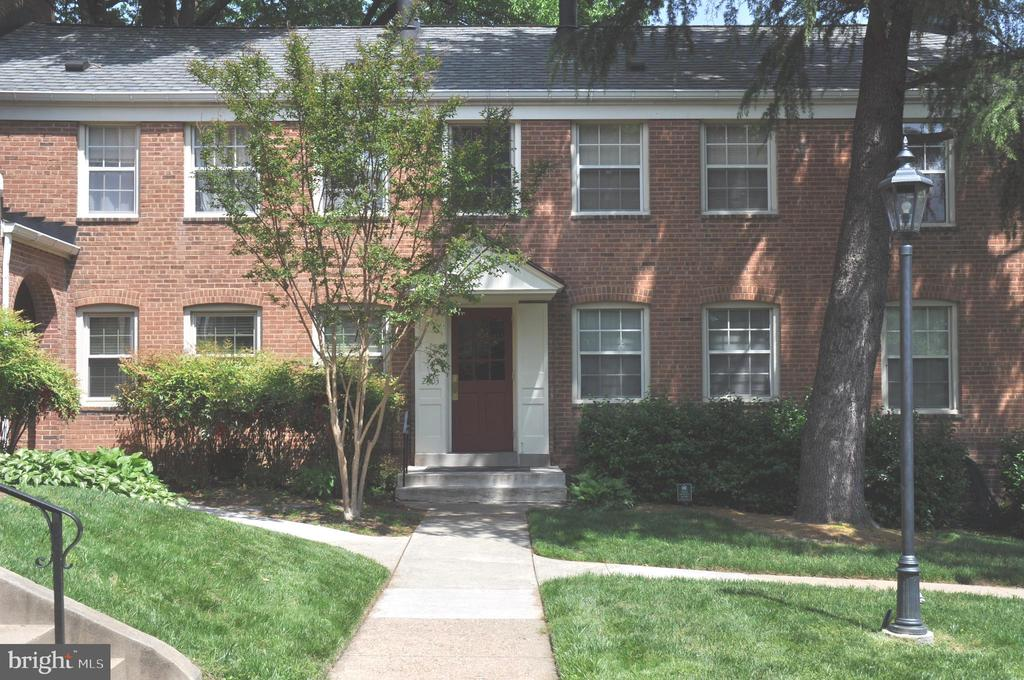 Unit 102 not #40 as in tax records. Sunny unit w/ easy access to bus transportation. Please text tenant and give one hour notice. Thank you.