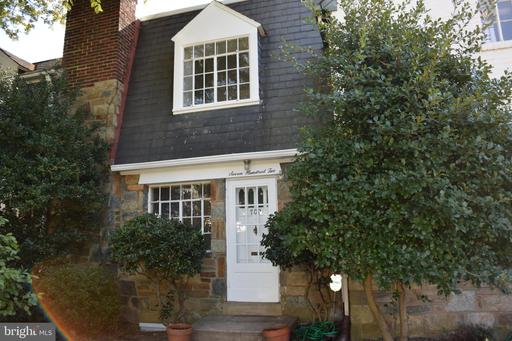 702 Chetworth Pl, Alexandria, VA 22314