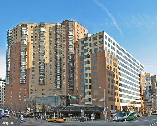 Big 2BR/2BA in Ballston atop the Metro.  Pet-friendly, walk-to-everything or drive from YOUR OWN PARKING SPACE! Hardwoods, granite, stainless, sunlight, views, and in the center of out-of-control Ballston...oh, almost forgot, a BIG storage closet, too. Original baths ... VERY RECENT HVAC