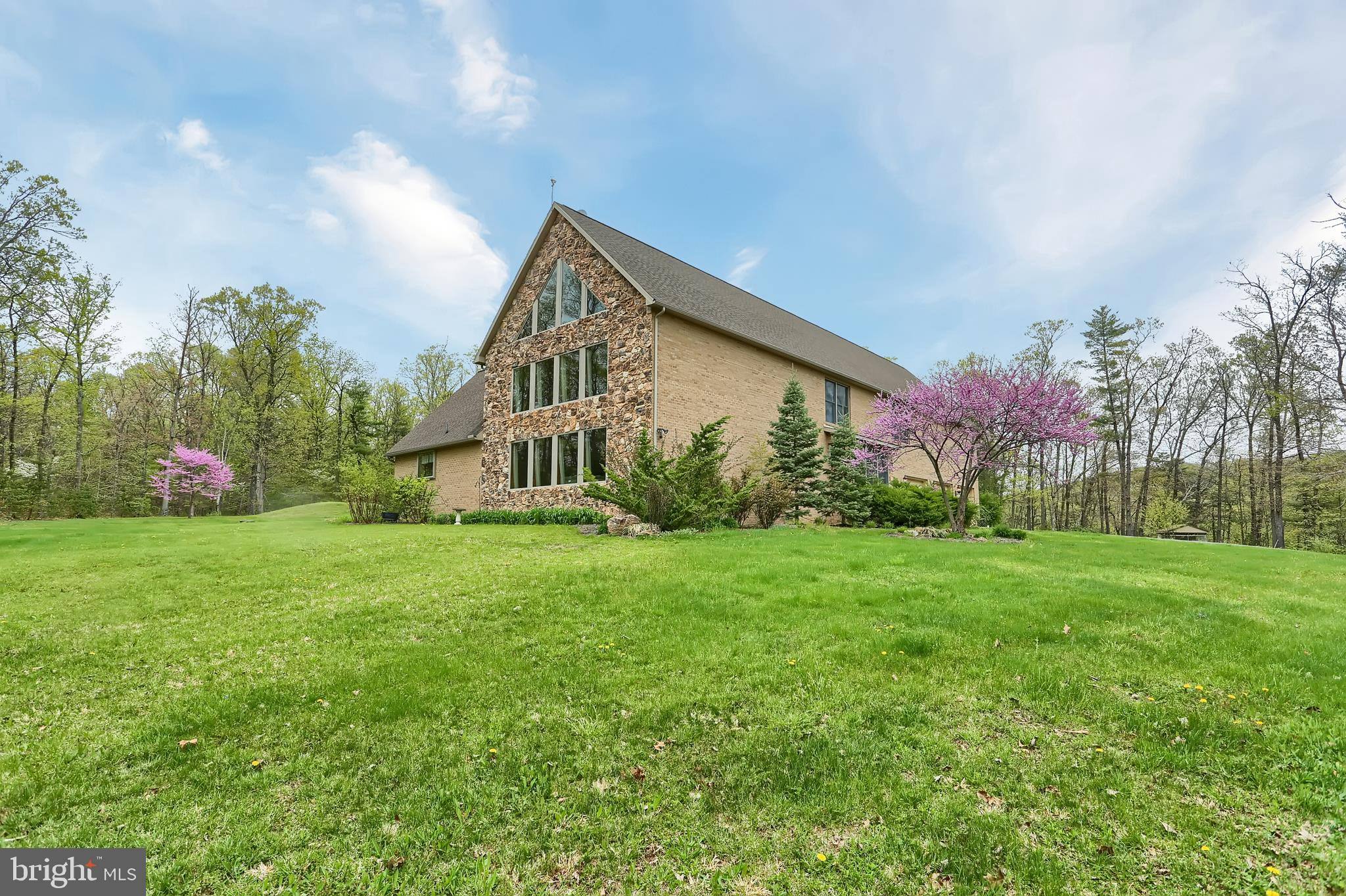 1912 HONEYSUCKLE HOLLOW ROAD, ELLIOTTSBURG, PA 17024