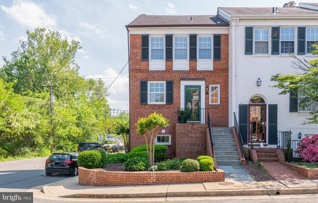 Sensational Old Town location, close to the river front, Jones Point Park and transportation.  Sunny and bright 3 level end-unit town home with parking. Two fireplaces, balcony & patio, wood floors, built-ins, wet bar plus ample attic storage.